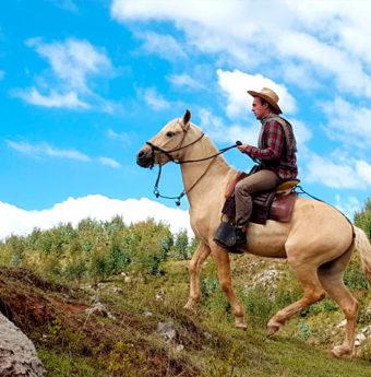Cabalgata en Sacsayhuaman Medio Día